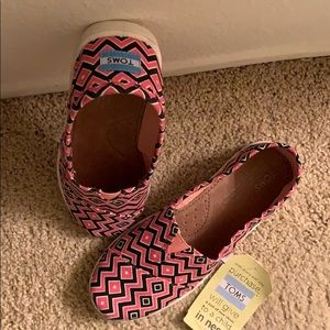 Toms Shoes - TOMS youth size 5.5 or cold be a women's 5.5 too!!